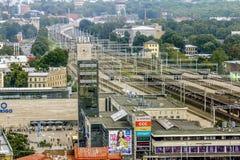 Ansicht der Stadt und der Bahnstation in Riga von einer Höhe Lizenzfreies Stockfoto