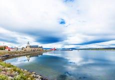 Ansicht der Stadt und der Landschaft, Puerto Natales, Chile Kopieren Sie Raum für Text lizenzfreie stockfotos