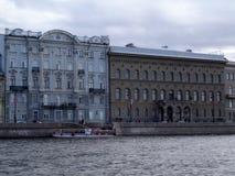 Ansicht der Stadt vom Fluss stockfoto