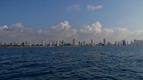 Ansicht der Stadt vom Meer Stockbild