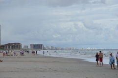 Ansicht der Stadt vom Strand Stockfoto
