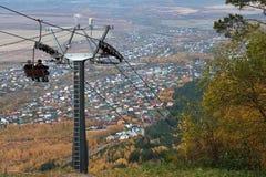 Ansicht der Stadt von Belukurikh vom Berg Stockbilder