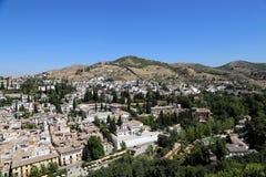 Ansicht der Stadt von Granada und von Alhambra Palace - das mittelalterliche maurische Schloss in Granada, Andalusien, Spanien Lizenzfreies Stockbild