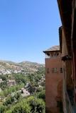 Ansicht der Stadt von Granada und von Alhambra Palace - das mittelalterliche maurische Schloss in Granada, Andalusien, Spanien Stockbild