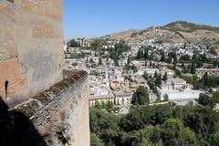 Ansicht der Stadt von Granada und von Alhambra Palace - das mittelalterliche maurische Schloss in Granada, Andalusien, Spanien Stockbilder