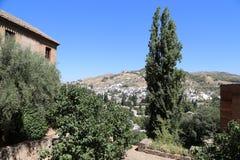 Ansicht der Stadt von Granada und von Alhambra Palace - das mittelalterliche maurische Schloss in Granada, Andalusien, Spanien Lizenzfreie Stockbilder