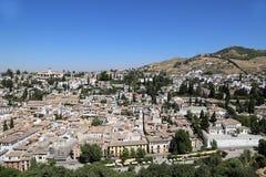 Ansicht der Stadt von Granada und von Alhambra Palace - das mittelalterliche maurische Schloss in Granada, Andalusien, Spanien Stockfoto