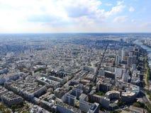 Ansicht der Stadt von Paris von der Höhe des Eiffelturms stockbild
