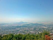 Ansicht der Stadt von Pyatigorsk von der Spitze Mashuk-Berges, Stavropol-Gebiet, Russland Lizenzfreie Stockfotos