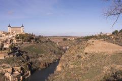 Ansicht der Stadt von Toledo und von Fluss der Tajo mit mittelalterlichem bri Stockfotografie