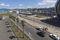 Ansicht der Straße des Aufklärung in der Erholungsortregelung Adler vom Ausblick Bahnhof Lizenzfreie Stockbilder