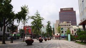 Ansicht der Straße an Dongdaemun-Bezirk in Seoul, Korea stock footage