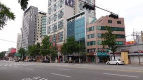 Ansicht der Straße an Dongdaemun-Bezirk in Seoul, Korea stock video