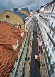 Ansicht der Straßen und der Dachspitzen von Lissabon stockfotografie