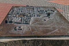 Ansicht der symbolischen alten Bronzekarte gelegt auf Freiheit-Quadrat in Timisoara Lizenzfreie Stockfotos