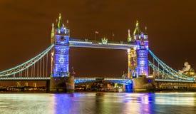 Ansicht der Turm-Brücke am Abend Stockbild
