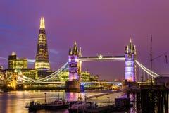 Ansicht der Turm-Brücke am Abend Lizenzfreies Stockfoto