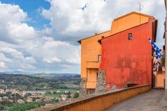 Ansicht der umbrian Hügel von der Terrasse der Stadt von Orte stockbild