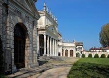 Ansicht der veralteten Ställe des Landhauses Pisani, Italien Stockfoto