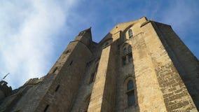 Ansicht der Wände der Abtei auf der Insel von Mont-Heilig-Michel stock video footage