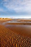Ansicht der Waliser-Berge vom Newborough Strand lizenzfreies stockbild