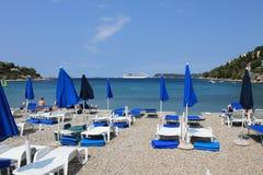 Ansicht des adriatischen Meeres auf der Lapad-Halbinsel von Kroatien stockfotos