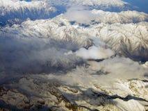 Ansicht des Alpenberges vom Himmel Stockbilder