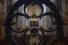 Ansicht des Altars von hinten Tor, Almudena Madrid lizenzfreies stockbild