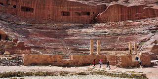 Ansicht des alten Amphitheaters in PETRA, Jordanien Stockfotografie