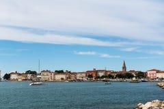 Ansicht des alten Bezirkes, der Basilika und der Bucht von Porec Lizenzfreies Stockfoto