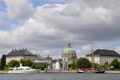 Ansicht des Amalienborg-Palastkomplexes Auf dem links - der Palast des Christen IX, auf dem Recht - Frederik VIII In der Mitte is Stockbilder
