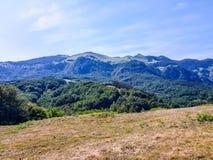 Ansicht des Araiz-Tales mit den Bergen von Aralar vom Bereich von Betelu, Navarra spanien stockfoto