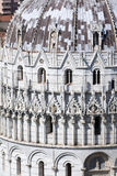 Ansicht des Baptistry der Kathedrale in Pisa Lizenzfreie Stockfotos