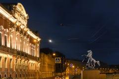 """Ansicht des Beloselsky-†""""Belozersky-Palast und ein Fragment des Anichkov überbrücken ` das Zähmen des Pferd-` St Petersburg Stockfoto"""