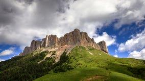 Ansicht des Berges großes Thach, schöner Berg im Caucas Stockfotografie