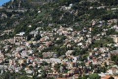 Ansicht des Berges mit Stadt Stockfoto