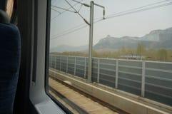 Ansicht des Berges Tai auf Bewegungszug stockfotos