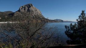 Ansicht des Berges und des Meeres stock footage