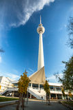 Ansicht des Berlin Fernsehturms (Fernsehturm) ist- ein Fernsehturm in zentralem Berlin Lizenzfreie Stockbilder