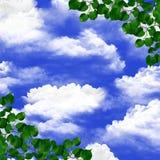 Ansicht des blauen Himmels durch das Laub. Lizenzfreie Stockbilder