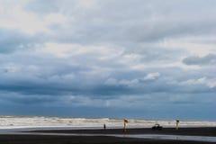Ansicht des blauen Himmels und des Meeres stockfotos