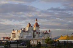 Ansicht des Bogatyr-Hotels in Adler, Russland Stockfoto