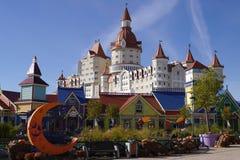 Ansicht des Bogatyr-Hotels in Adler, Russland Stockfotografie