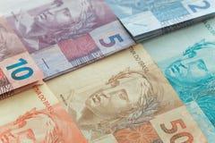 Ansicht des brasilianischen Geldes/der Reais Stockfotos