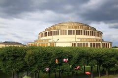 Ansicht des Breslaus, historische Architektur hundertjähriger Hall, allgemeiner Garten, Polen Stockbilder
