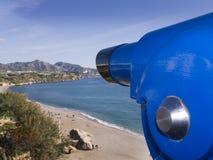 Strand vom clifftop in Nerja Spanien Stockbild