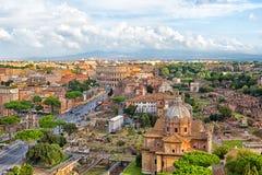 Ansicht des Colosseum und des Roman Forums Stockfotos