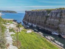 Ansicht des Contrafossa-Kanals in der Stadt von Korfu lizenzfreies stockfoto