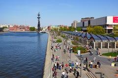Ansicht des Crimskaya-Dammes moskau Stockbilder
