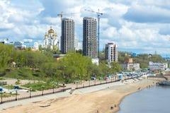 Ansicht des Dammes der Fluss Amur Stockfotografie